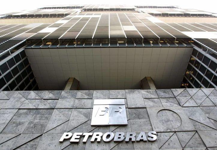 La empresa petrolera Petrobras calcula en cerca de dos mil millones de dólares sus recursos desviados por la red de corrupción destapada en 2014. (EFE/Archivo)