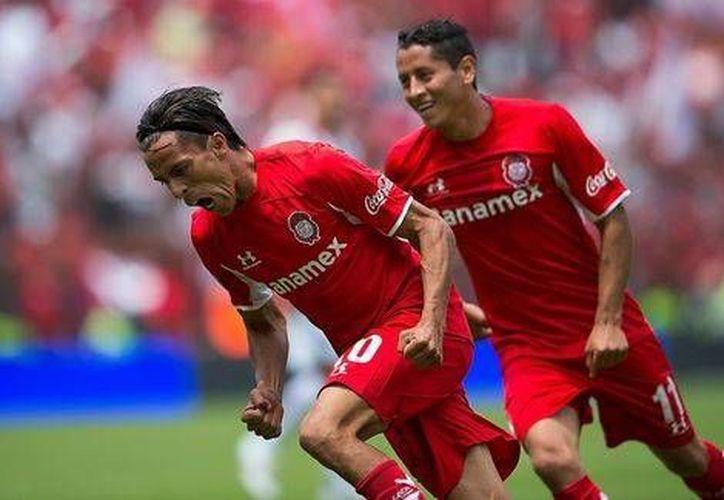 Lucas Lobos (i) concretó el único gol del partido en casa del Toluca ante el Monterrey. (mexsports.com)