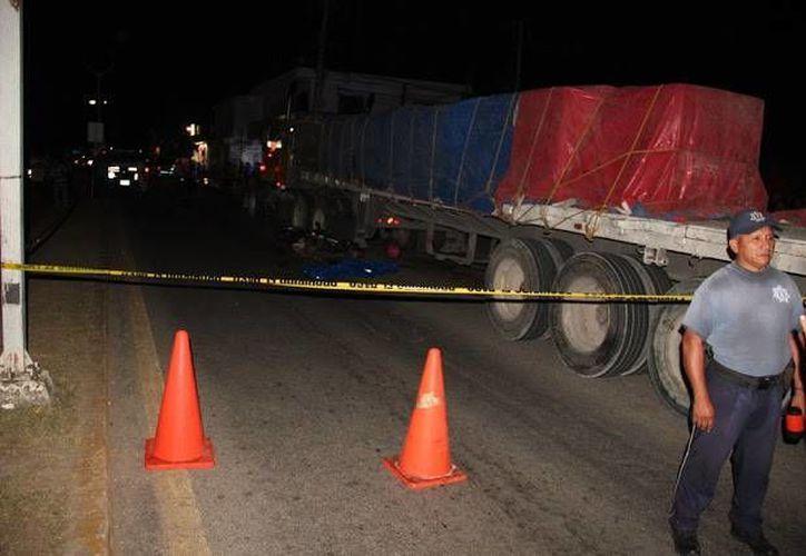 Una menor falleció ayer luego de caer de la moto en la que viajaba con su papá, en José María Morelos. (Redacción/SIPSE)