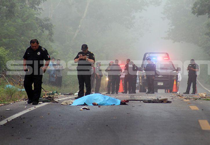 Dos campesinos fallecieron en la carretera mientras que el tercero murió camino al hospital. (SIPSE)