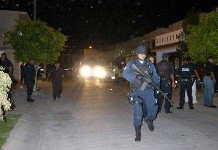 Los policías ministeriales y municipales cerraron calles para poder arrestar a los raptores. (Milenio)