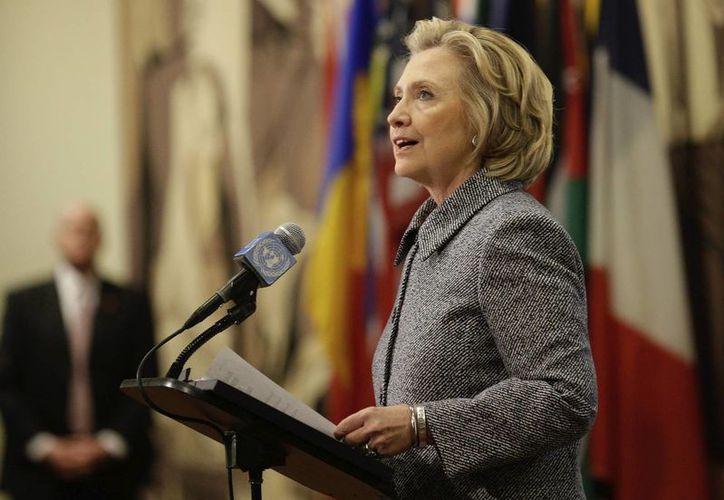 La popularidad de Hillary Clinton se mantiene sólida entre la población hispana. (EFE/Archivo)