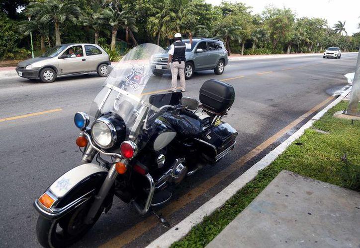Los elementos de Tránsito implementarán retenes en las principales avenidas de la ciudad para regular la velocidad. (Eric Galindo/SIPSE)