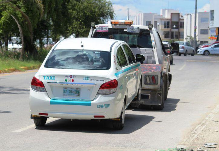 Los taxis que no hayan cambiado sus placas serán llevados al corralón. (Foto: Octavio Martínez)