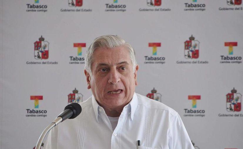 El gobernador de Tabasco, Arturo Núñez Jiménez, en la conferencia de prensa que ofreció ayer. (Notimex)