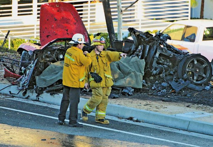 El auto en el que chocaron Paul Walker y su amigo Roger Rodas quedó prácticamente reducido a cenizas. (Agencias)