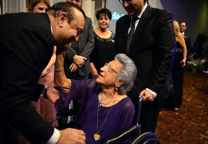 """Aida de Jesús Noemi Abimerhi recibió la """"Medalla Corazón de Oro"""". (Milenio Novedades)"""