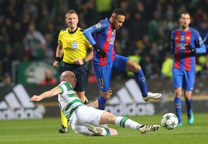 En un partido mediocre, con bastantes roces, Barcelona ganó 2-0 a Celtic en fase de grupos de la Liga de Campeones de Europa. (AP)