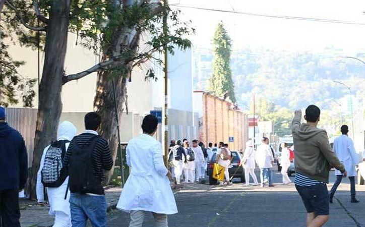 Los estudiantes interesados en recuperar las instalaciones, se han quedado sin clases durante los últimos 41 días, tiempo durante el cual, la Facultad de Medicina de la Universidad de Michoacán ha permanecido bajo el poder de los paristas. (Foto: Miguel García Tinoco/Excélsior)