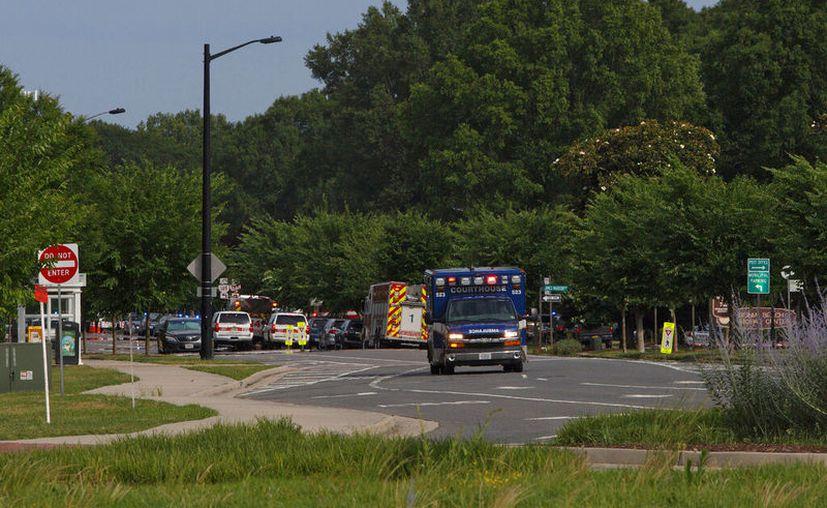 La Policía confirmó que solo una persona abrió fuego. (Kaitlin McKeown/The Virginian-Pilot via AP)
