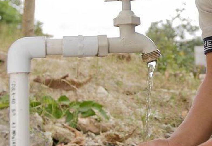 Carrilloportenses han reportado una pérdida de presión en el abasto del líquido hasta sus hogares. (Manuel Salazar/SIPSE)