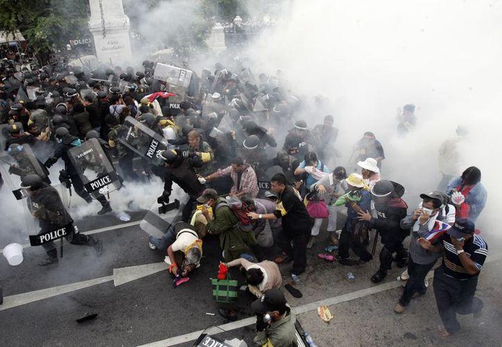 El líder de la oposición Boonlert Kaewprasit, acusó a las autoridades de brutalidad contra los manifestantes  pacíficos. (Agencias)