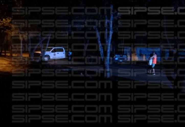 Un hombre perdió la vida la noche de este lunes tras ser atacado con un arma de fuego. (Foto: Redacción/SIPSE)