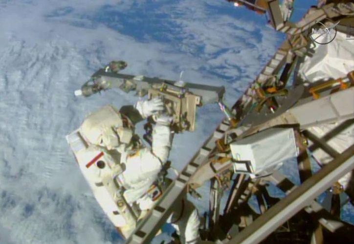 Los astronautas responsables de la operación deben regresar a la Tierra la próxima semana. (AP)