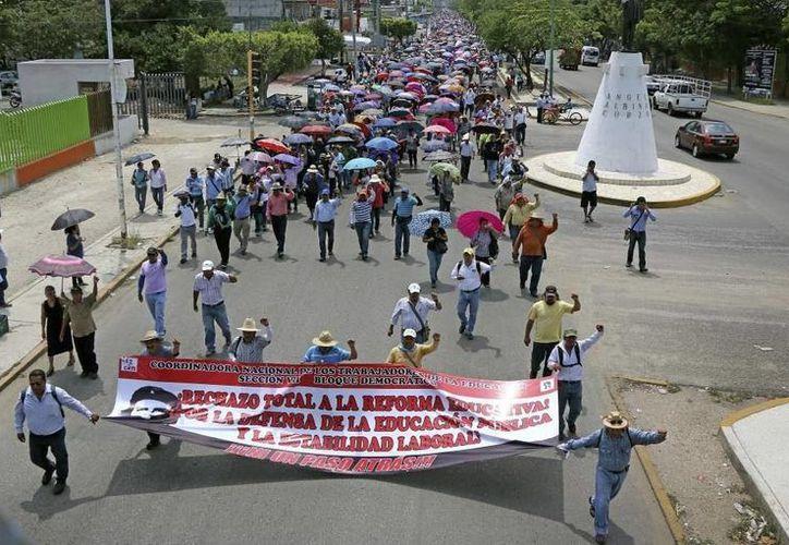 Hasta el 10 de agosto de este año, ningún maestro de Oaxaca, Guerrero, Chiapas y Michoacán ha sido despedido. (twitter.com/Notisistema)