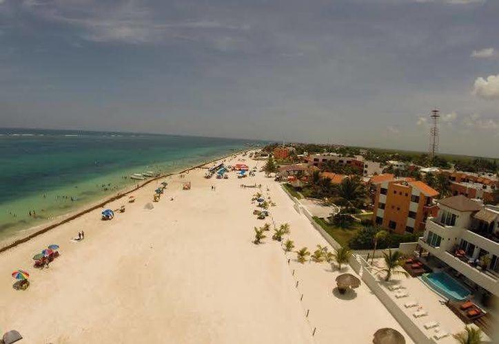 La fotografías y vídeos aéreos forman parte de la nueva propuesta artística en Cancún. (Israel Leal/SIPSE)