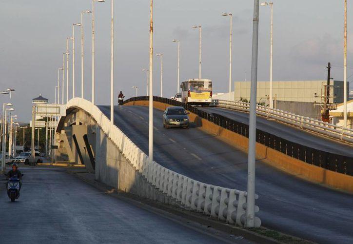 Estas obras han sido una opción para descongestionar puntos de conflicto vial en la ciudad. (Tomás Álvarez/SIPSE)