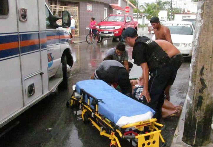Un menor de edad perdió la vida cuando jugaba en el techo de su casa con una sombrilla, en Cozumel. (Redacción/SIPSE)