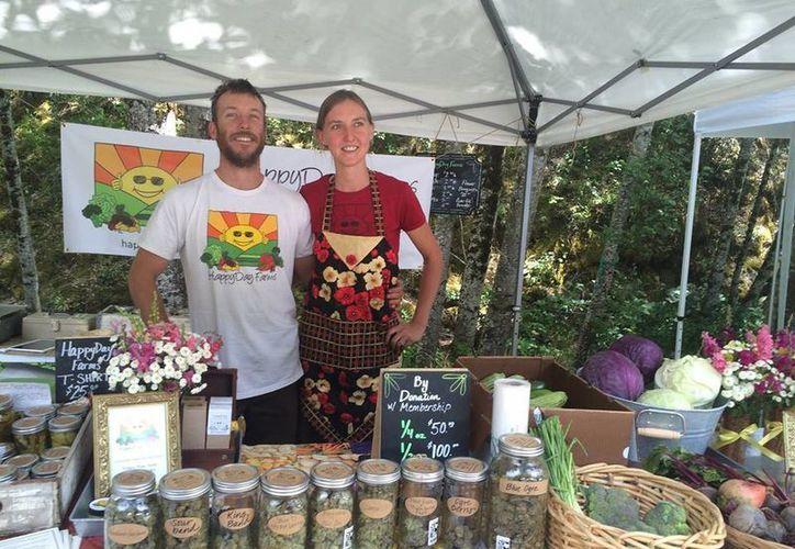 Cassey O`Neil y Amber Cline siembran cannabis orgánico libre de químicos, fertilizantes o pesticidas. (facebook.com/Happyday-Farms)