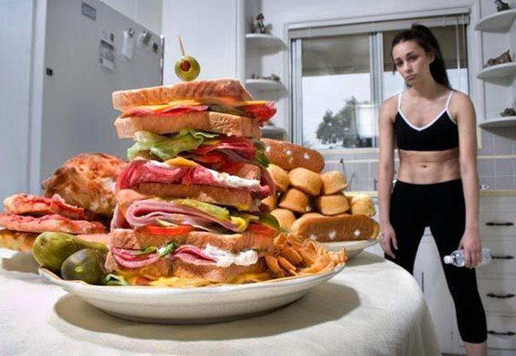 """Comúnmente se denomina """"comer por ansiedad"""". (Contexto)"""