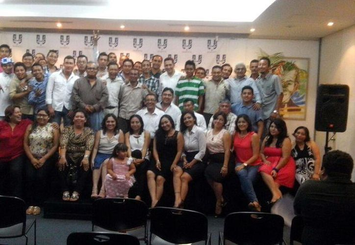 Numerosas personas asistieron al informe de labores del Grupo Arca de Noé Alcohólicos y Drogadictos en Rehabilitación A. C. (Milenio Novedades)