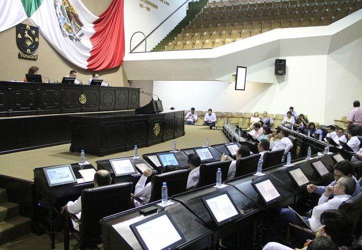 Diputados de Yucatán se avocan a la revisión y análisis de iniciativas que envió el Gobernador para adecuar los procesos judiciales de Yucatán al Código Nacional de Procedimientos Penales. (SIPSE)