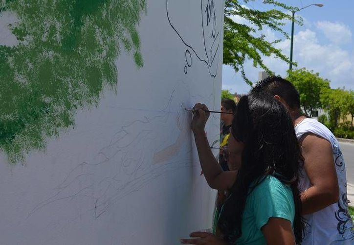 Los jóvenes hicieron uso de los espacios públicos. (Redacción/SIPSE)
