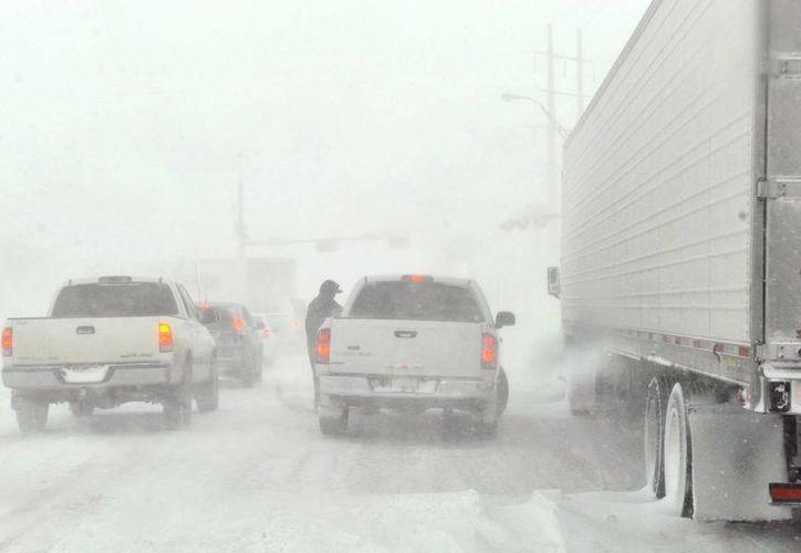La tormenta hace casi imposible circular en carreteras de Texas. (Agencias)