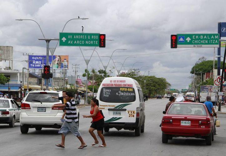 Cuando ocurre esta situación, ingenieros de la Dirección de Tránsito los reparan rápidamente. (Tomás Álvarez/SIPSE)