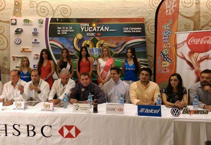 La edición número 30 de la Copa Yucatán de tenis contará con la participación de los mejores en categorías menores. La foto pertenece a la premiación del 2015.(Marco Moreno/SIPSE)