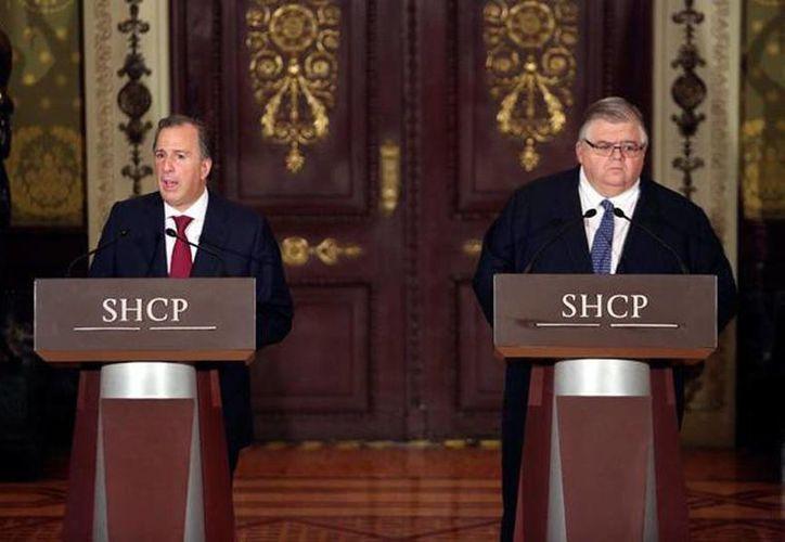 El secretario de Hacienda, José Antonio Meade, y el gobernador del Banco de México, Agustín Cartens, dieron una conferencia de prensa tras darse a conocer los resultados de la elección en EU, en la que resultó ganador Donald Trump. (Reuters)