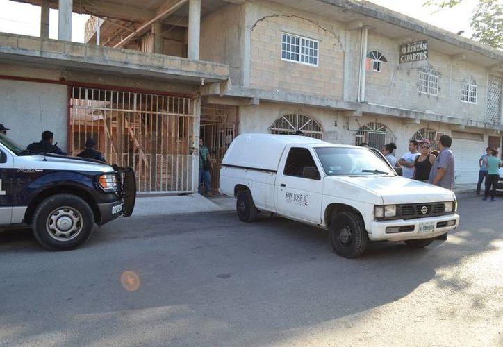 Las autoridades realizaron la necropsia al cuerpo del maquillista que fue asesinado el lunes pasado en la Colonia Ejido. (Redacción/SIPSE)