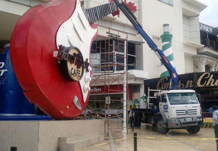 La guitarra será desmontada durante el día; se daño debido a la corrosión. (Luis Soto/SIPSE)