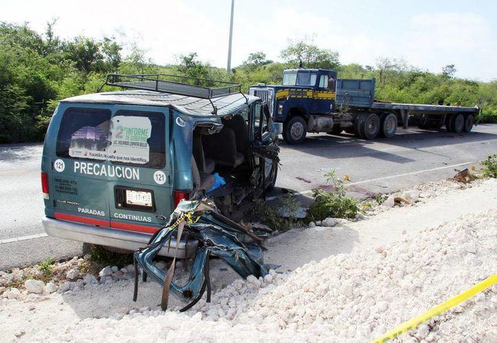 El accidente sucedió alrededor de las 5:00 horas de la mañana en el kilómetro 29 de la carretera Mérida-Peto. (Jorge Pallota/SIPSE)