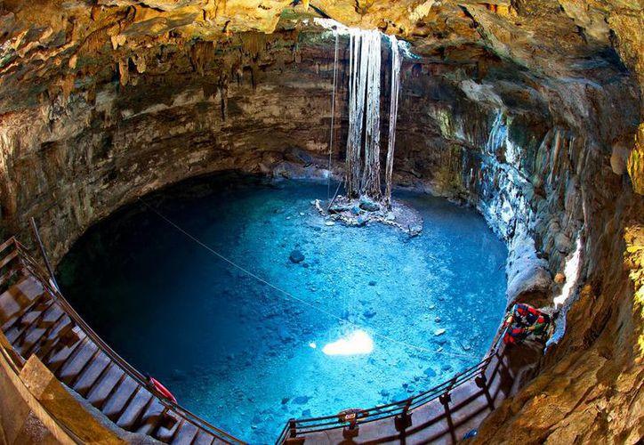 Los visitantes se interesan por la cultura de la región. En la imagen, el Cenote Samulá, que se ubica cerca de Valladolid. (SIPSE)