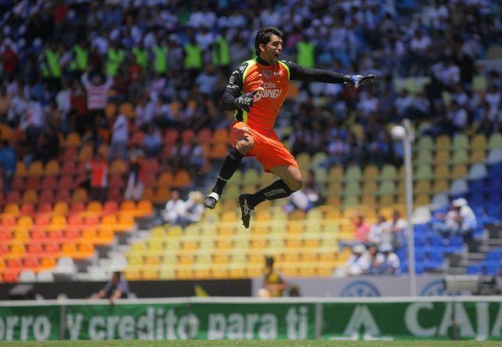 El arquero de Chiapas, Edgar Hernández, festeja el triunfo de su equipo sobre el Puebla. (Notimex)