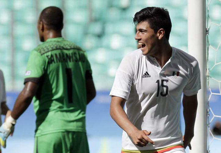 Erick Gutiérrez admitió que no fue fácil su llegada al futbol profesional. (AP /Arisson Marinho)