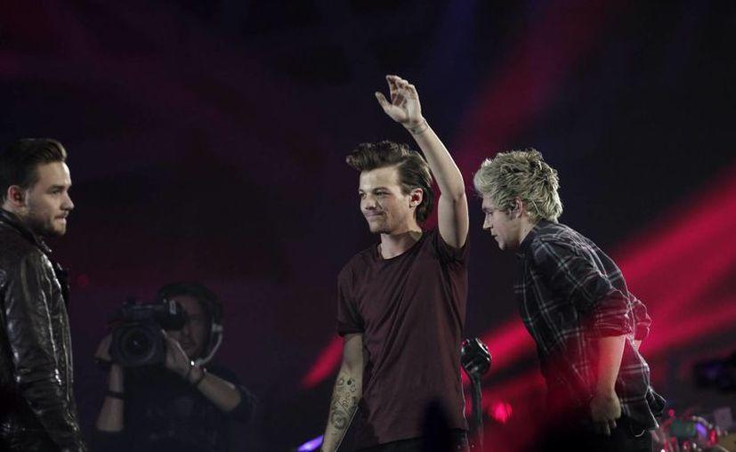 One Direction es el grupo con la gira más rentable, el grupo pop británico suma 81 mdd en 23 shows, la foto corresponde a la presentación de los músicos en  la entrega de los Premios Los 40 Principales, en Madrid. (Notimex)