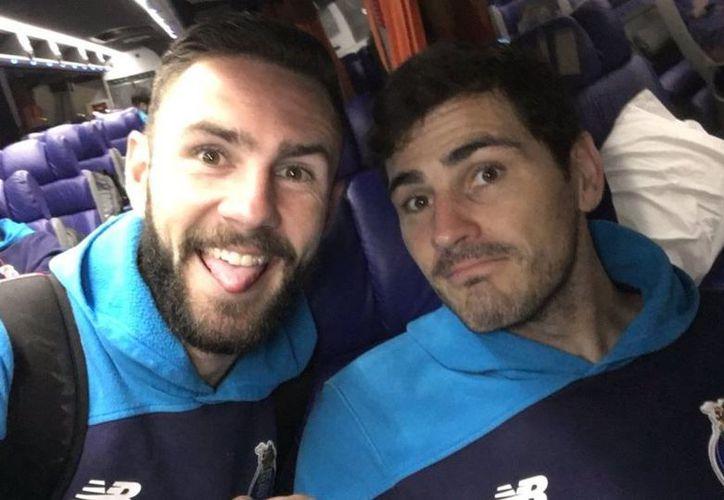 Miguel Layún volvió a ser trolleado en redes sociales por Iker Casillas. (Contexto/Internet).