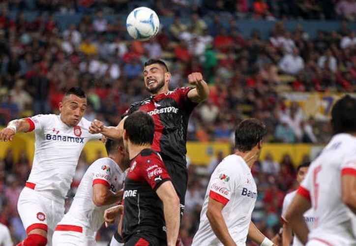 Durante el primer tiempo del encuentro se registraron tres goles, el último de Toluca cayó minutos antes de concluir el partido. (Contexto/Internet)