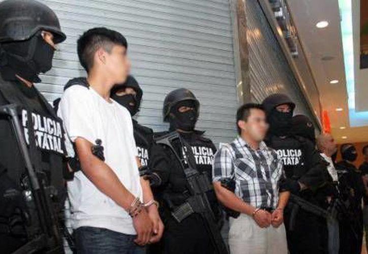 Imagen de archivo donde se muestra a varios de los asaltantes de la joyería de Altabrisa. (Milenio Novedades)
