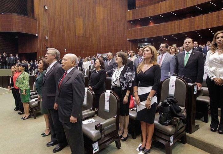 El Congreso general abrió ayer un periodo extraordinario de sesiones para sacar adelante las leyes secundarias de las reformas constitucionales. (NTX)