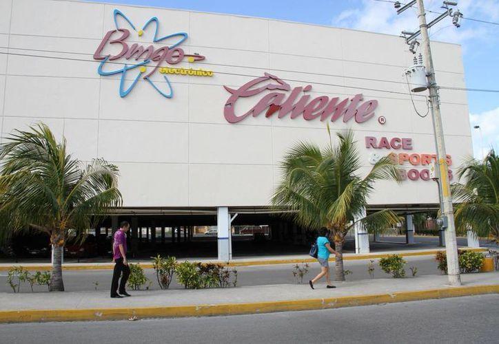 Los inspectores de la dirección de Fiscalización aplicaron una multa de 40 mil pesos al establecimiento. (Tomás Álvarez/SIPSE)