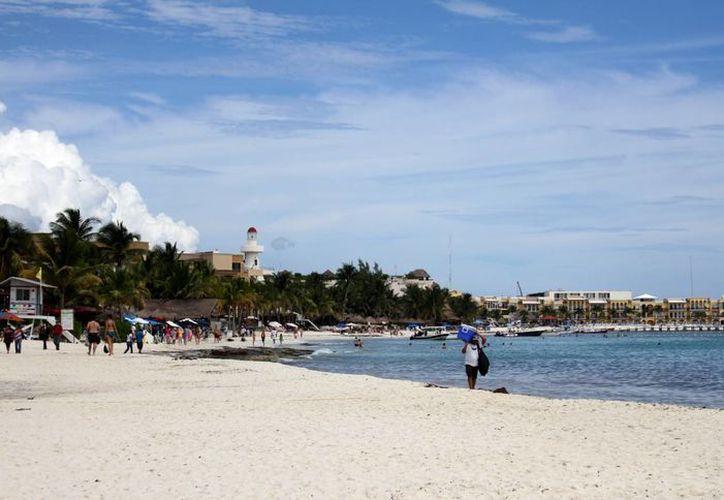 Este año se han invertido en diversas acciones,  como la certificación de playas, la compra de maquinaria, y otros trabajos para mantener la zona marítima en buenas condiciones. (María Mauricio /SIPSE)
