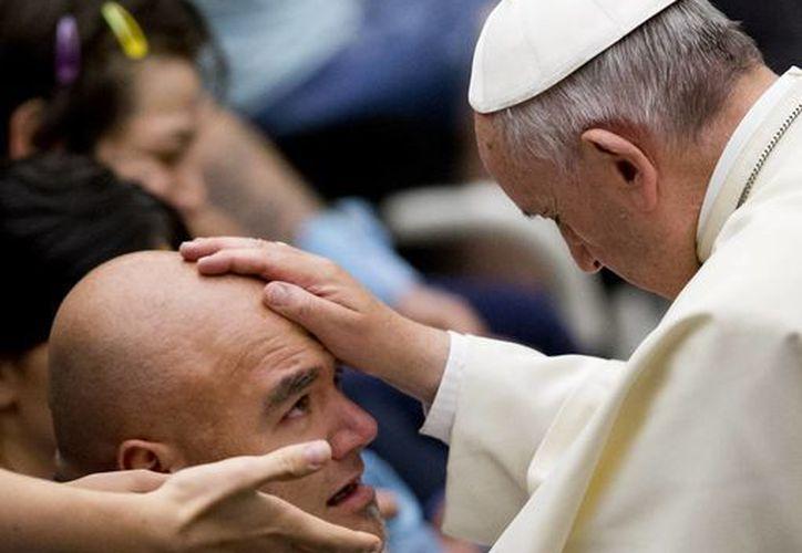 Desde su llegada al Vaticano, Francisco hizo votos de pobreza y humildad, expresando su deseo de que la Iglesia católica se volcara al servicio de los pobres. (AP)