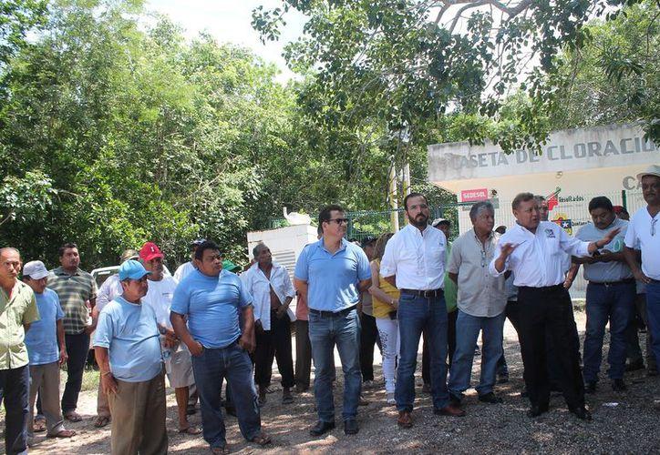 El alcalde encabezó la reunión entre ejidatarios y el director de CAPA. (Gloria Poot/SIPSE)