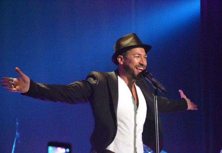 Una foto de un desnudo que supuestamente es del cantante Pablo Ruiz circula en redes sociales. (pabloruizoficial.com)