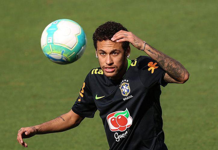 El jugador brasileño Neymar, se une a los entrenamientos de la selección de fulbol basileña (La Jornada)
