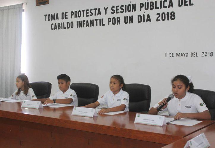 Los niños dejaron patente su visión sobre lo que se necesita en Tulum para mejorar como sociedad. (Sara Cauich/SIPSE)