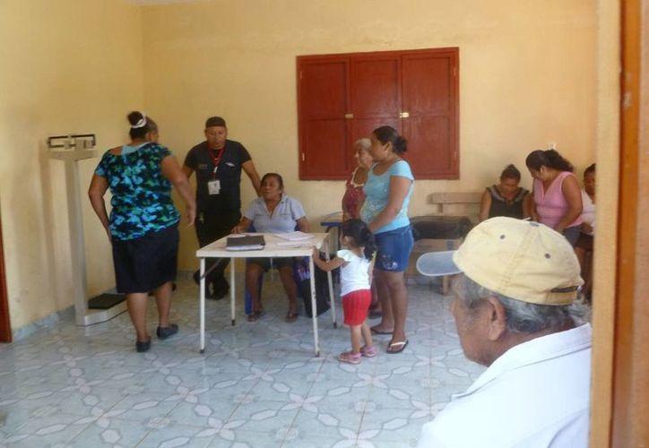 Durante las atenciones se notó buena presencia de pacientes. (Raúl Balam/SIPSE)